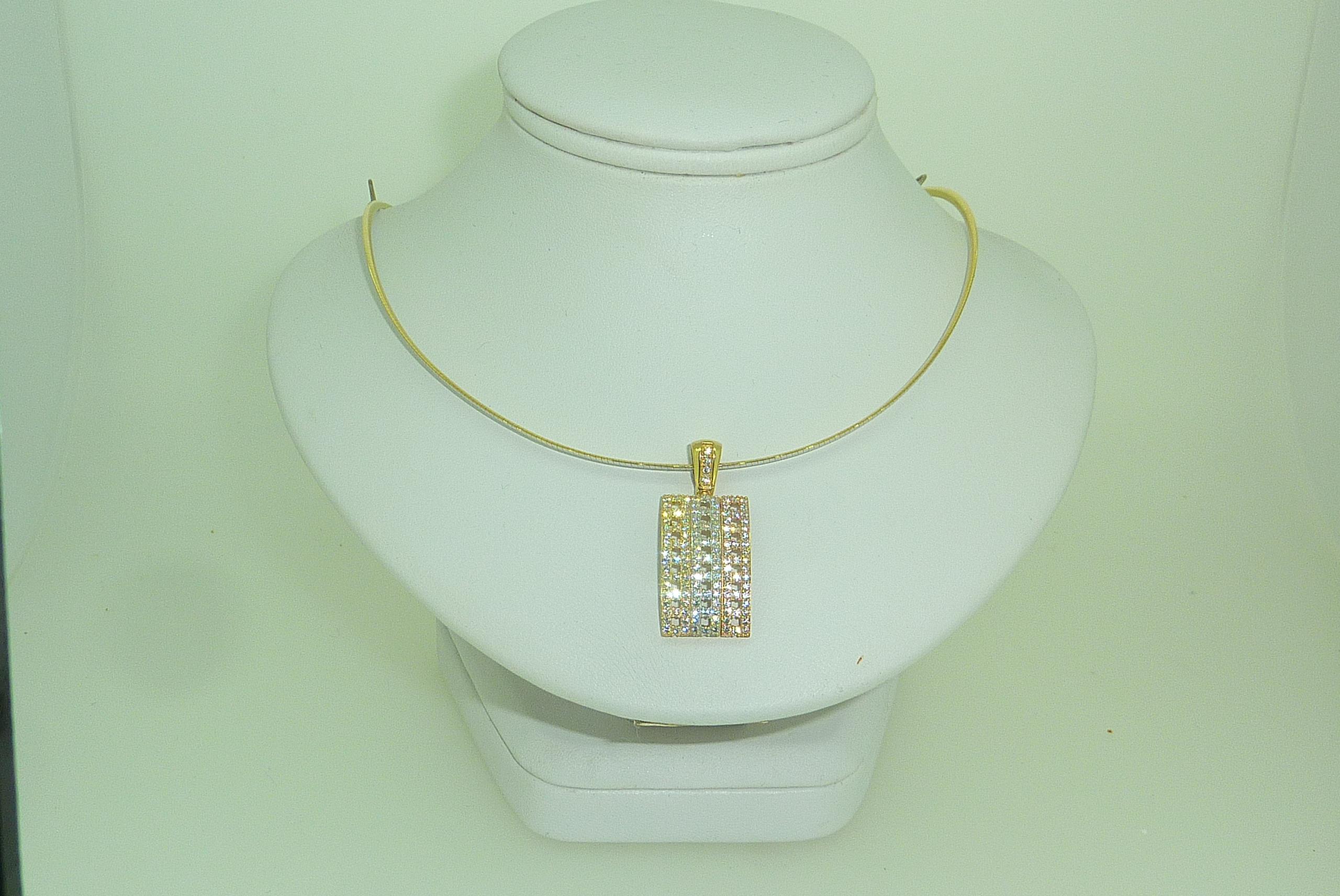 Collier oméga & pendentif or 18 carats