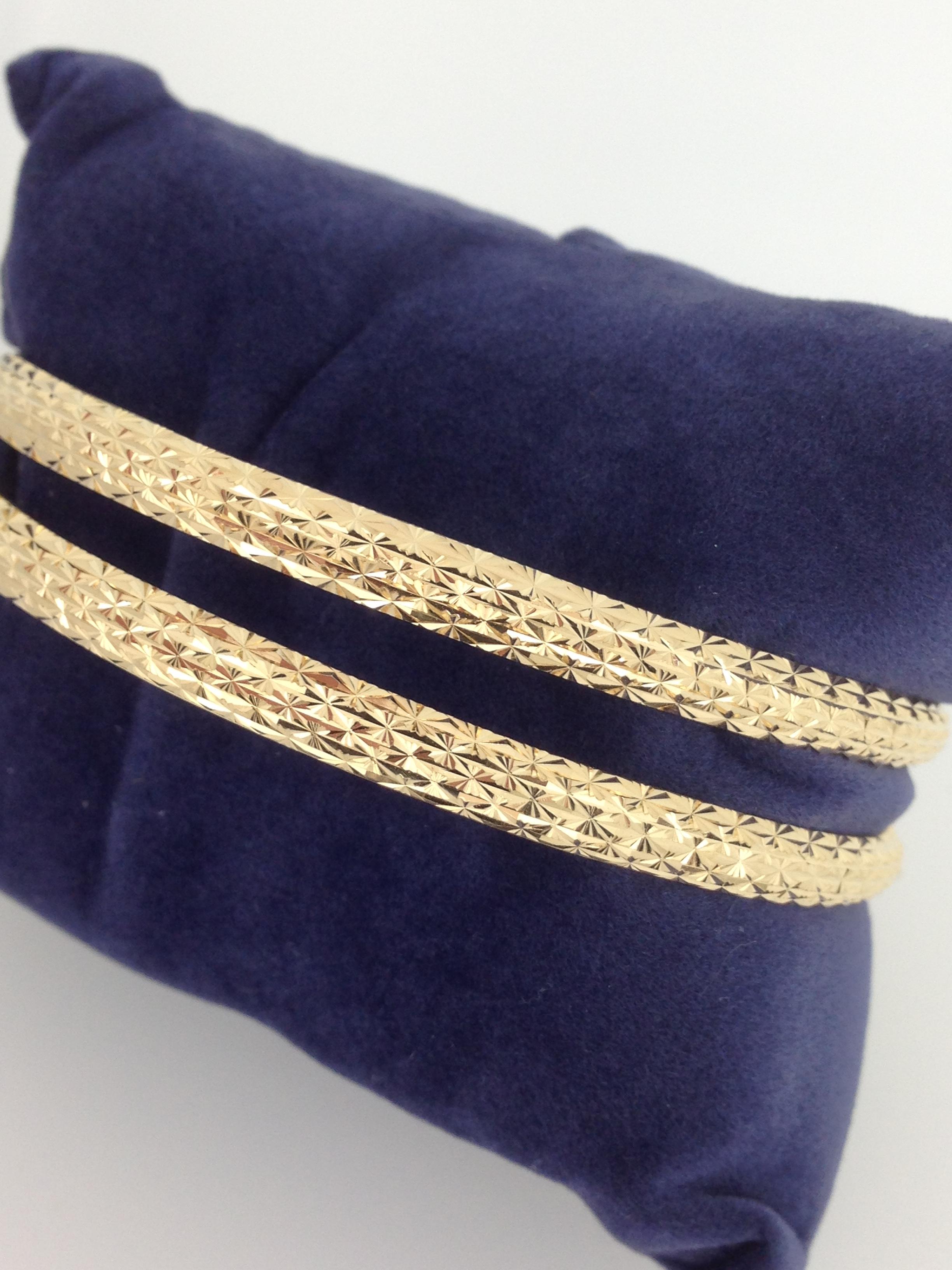 Bracelets rigides massif r 18 carats