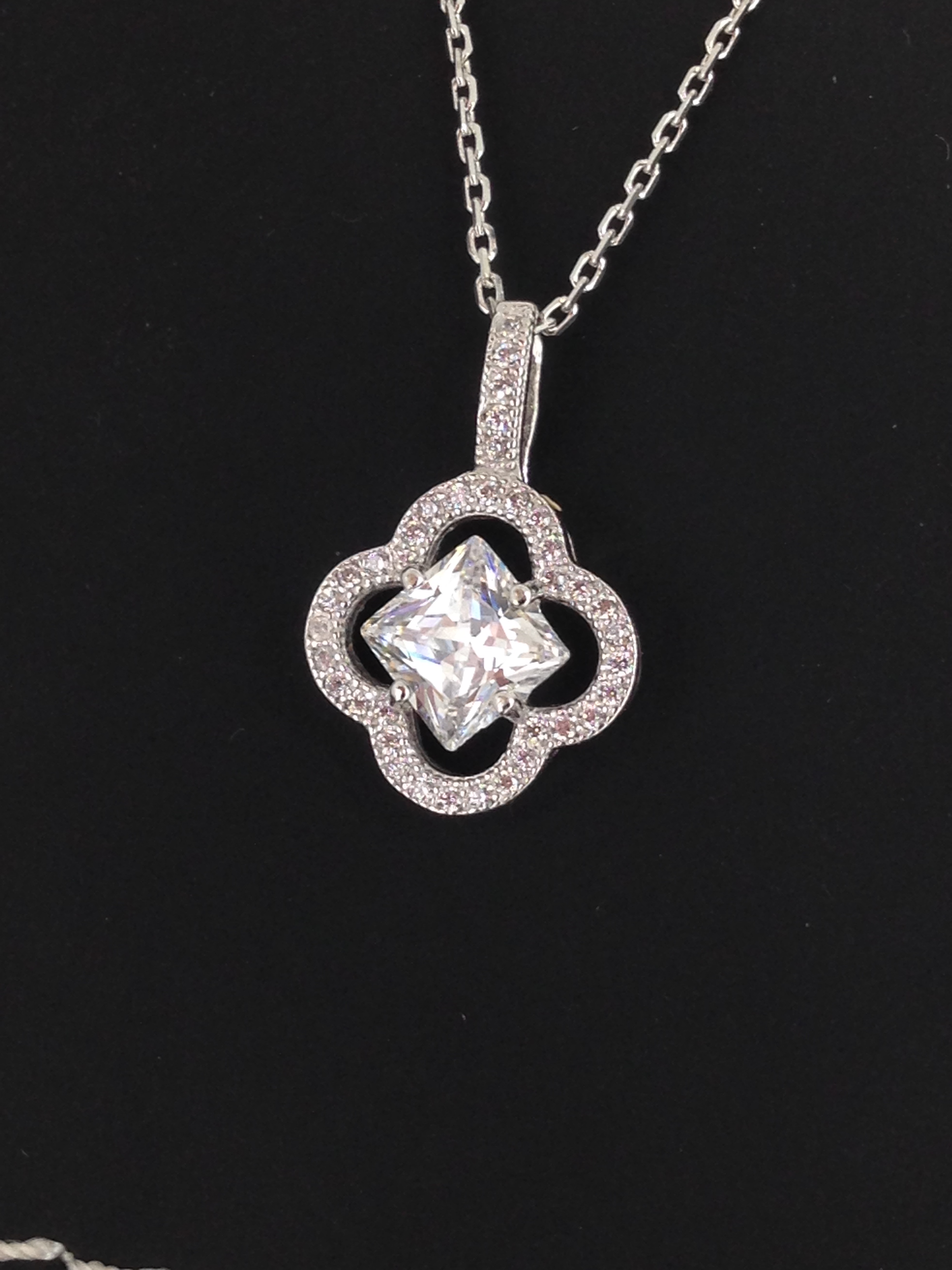 Pendentif or blanc 18 carats oxydes