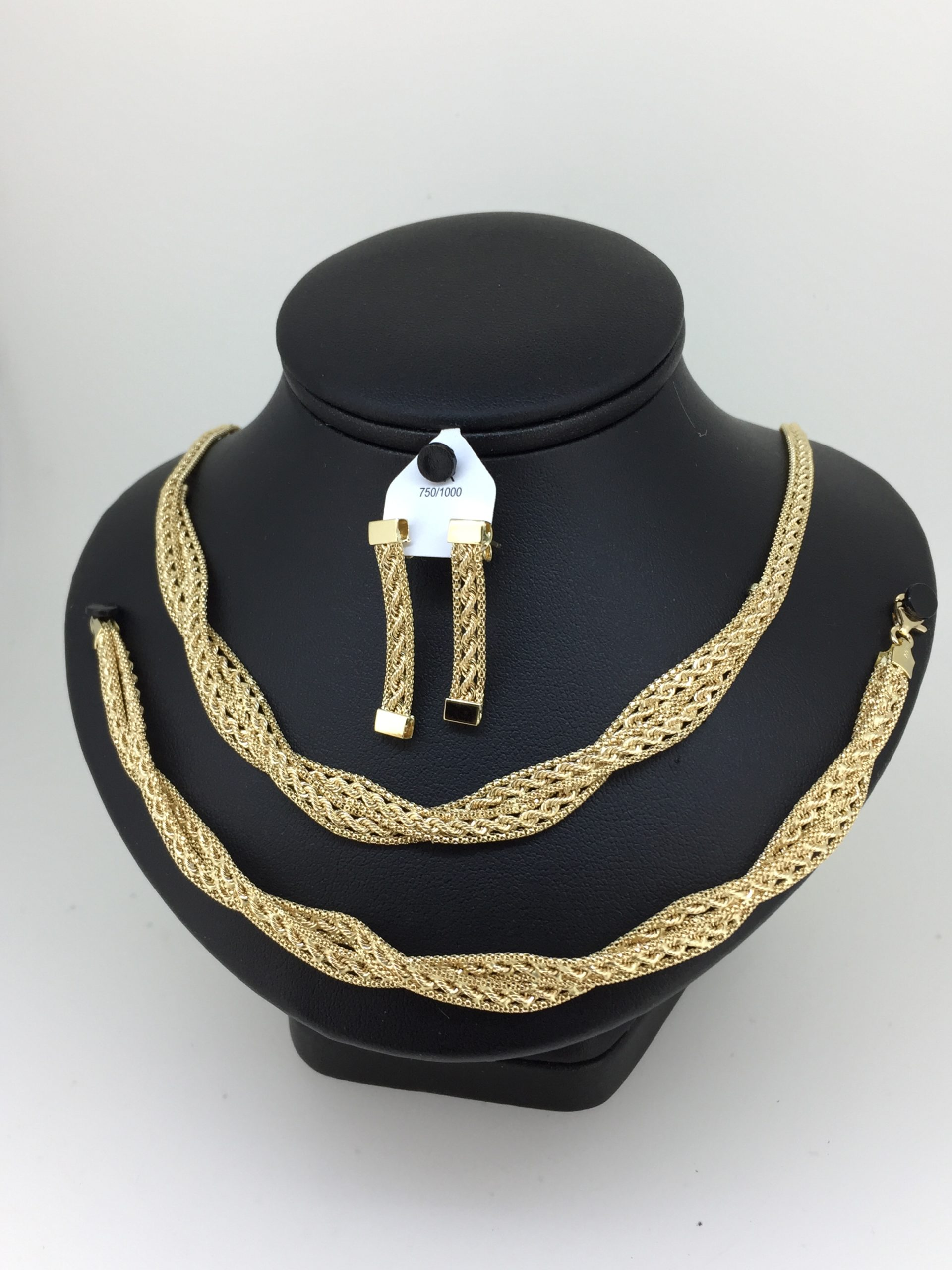 parure or 18 carats