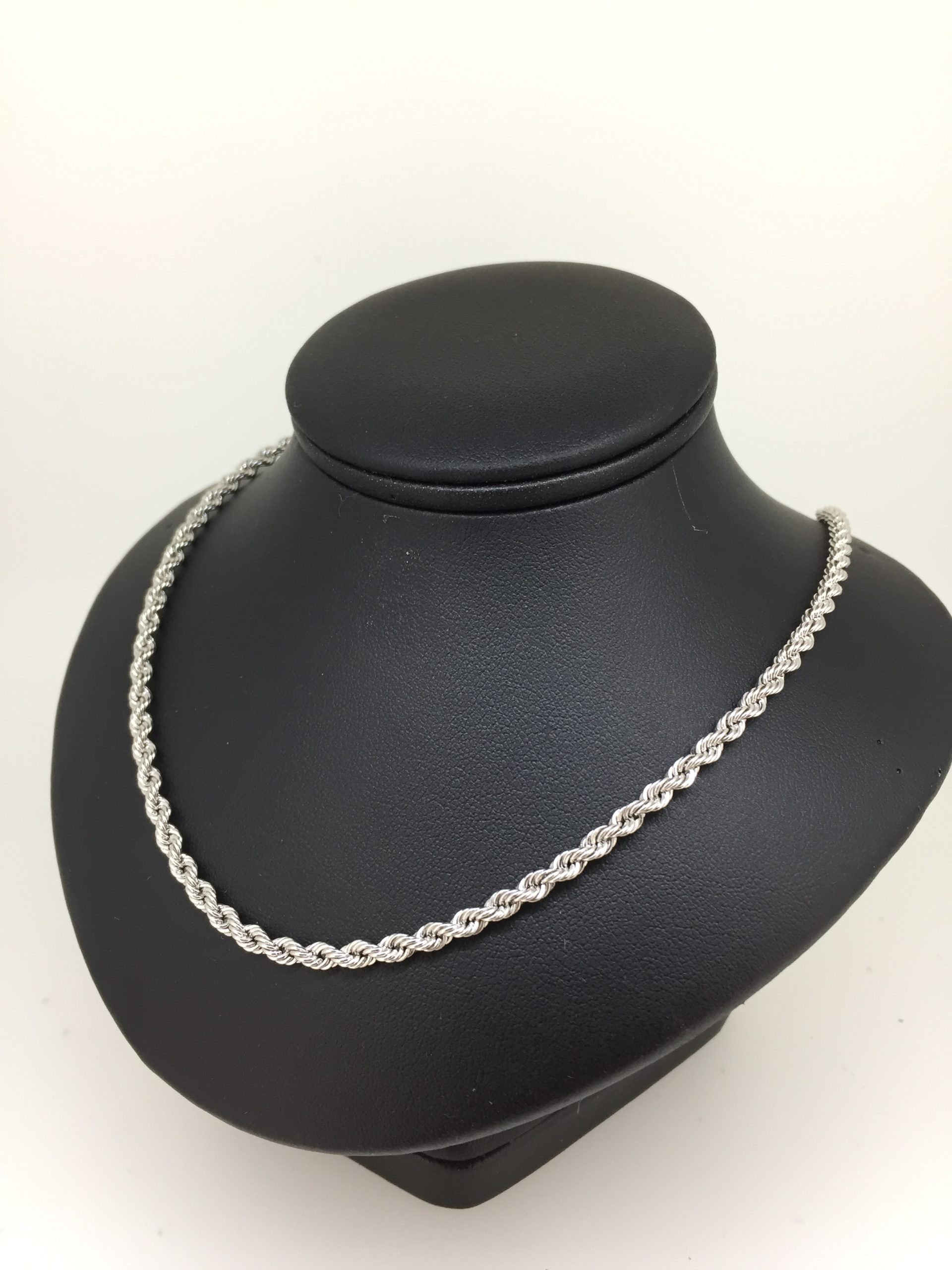 collier or blanc 18 carats