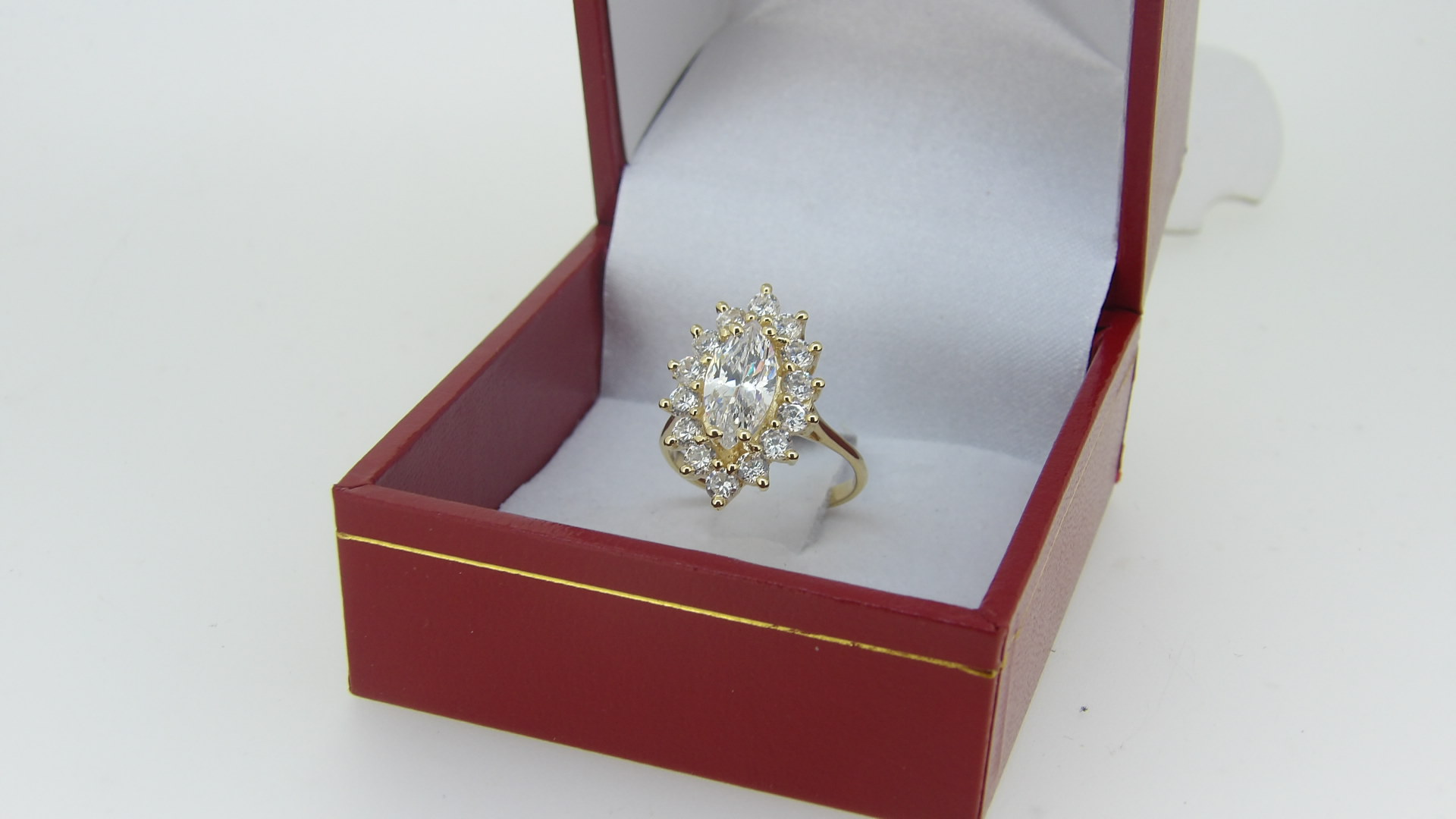 bague or 18 carats marquise