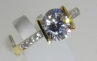 bague or jaune 18 carats oxydes de zirconium