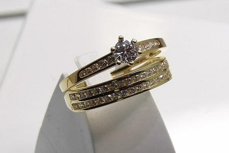 Alliance-et-bague-de-fiancailles-duo-or-18-carats-bijouterie-jouvenel